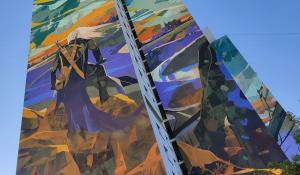 《巫师》主题壁画竣工 26层楼外墙作画,视觉效果震撼
